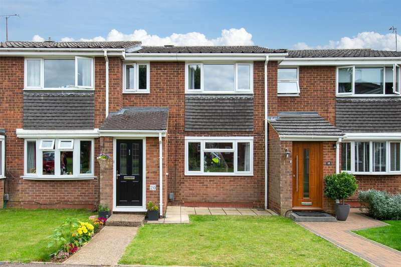 3 Bedrooms Terraced House for sale in Mander Close, Toddington