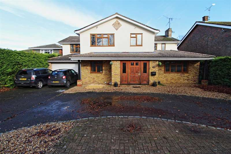 6 Bedrooms Detached House for sale in The Avenue, Dunstable