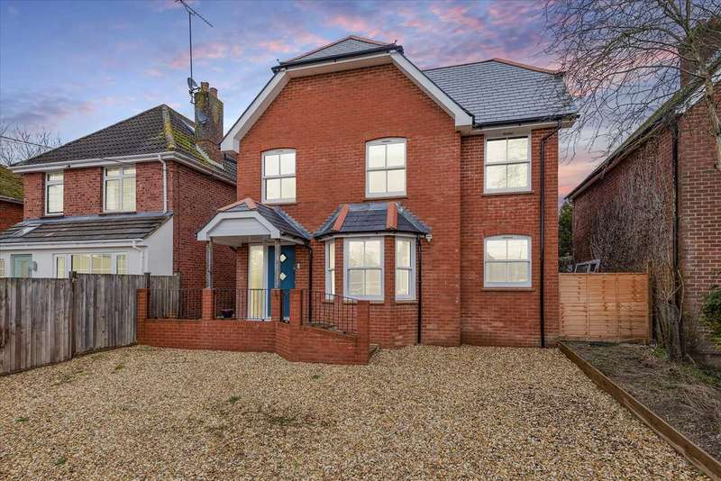 4 Bedrooms Detached House for sale in Dene Path, Andover, Andover