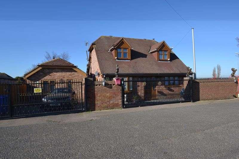 4 Bedrooms Property for sale in Queenborough Road, Halfway, Sheerness