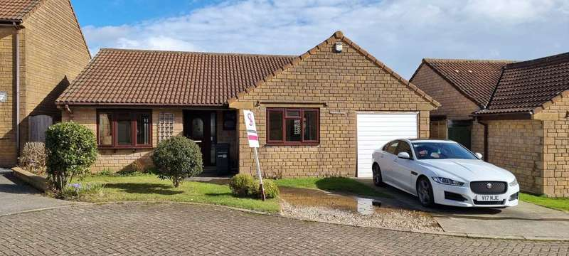 3 Bedrooms Bungalow for sale in Cherry Tree Court, Crewkerne