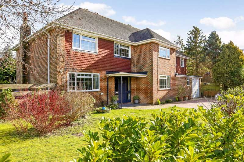 5 Bedrooms Detached House for sale in Swiss Close, Farnham