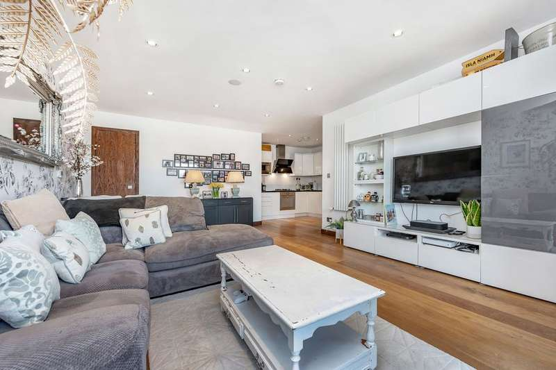 3 Bedrooms Flat for sale in Tooting High Street, London SW17
