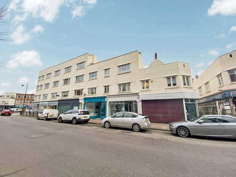 2 Bedrooms Apartment Flat for sale in Broadway West, Leigh On Sea