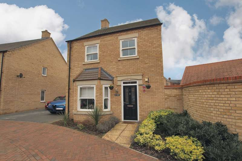 3 Bedrooms Detached House for sale in Wakes Row, Biggleswade, SG18
