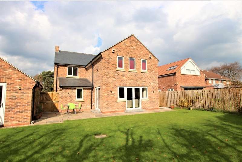 5 Bedrooms Detached House for sale in York Road, Strensall, York, North Yorkshire, YO32