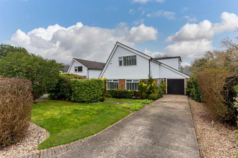 4 Bedrooms Detached House for sale in Wellesford Close, Banstead