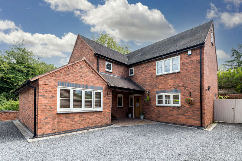 5 Bedrooms Detached House for sale in Bellamour Way, Colton, Staffordshire