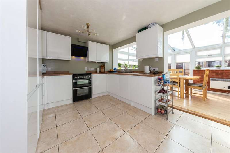 3 Bedrooms Semi Detached House for sale in Coltsfoot Green, Luton