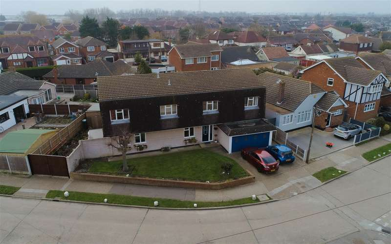 5 Bedrooms Detached House for sale in Beverley Avenue, Canvey Island