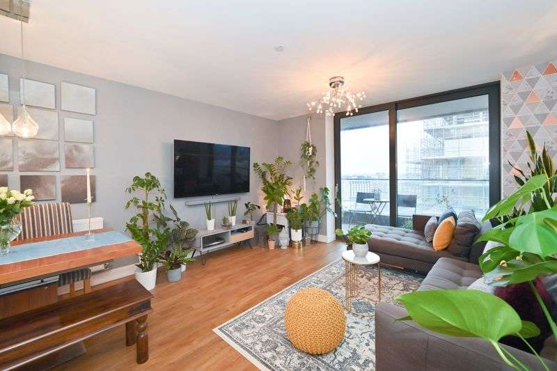 2 Bedrooms Property for sale in Agnes George Walk, London, E16
