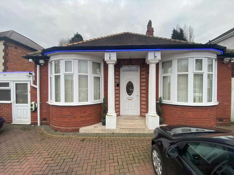 2 Bedrooms Bungalow for sale in Walsall Road, West Bromwich