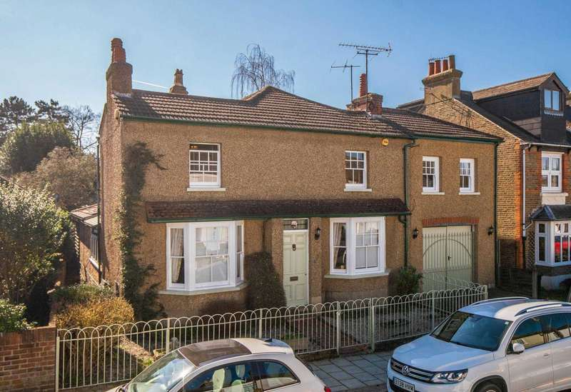 4 Bedrooms Detached House for sale in Upper Paddock Road, Oxhey Village
