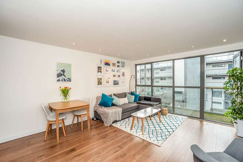 2 Bedrooms Apartment Flat for sale in Crown Place Apartments, 20 Varcoe Road, London, SE16