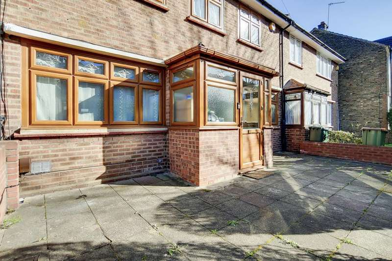 3 Bedrooms Terraced House for sale in Park Avenue, East Ham, E6