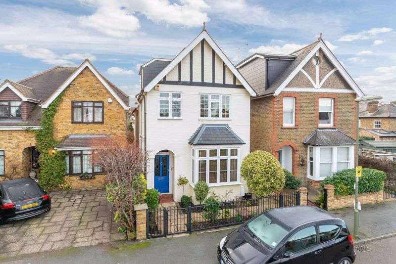 4 Bedrooms Property for sale in Dale Road, Walton-on-Thames