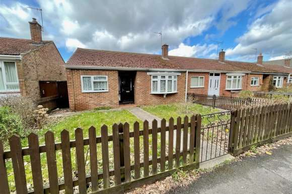 2 Bedrooms Bungalow for sale in New Road, Tadley