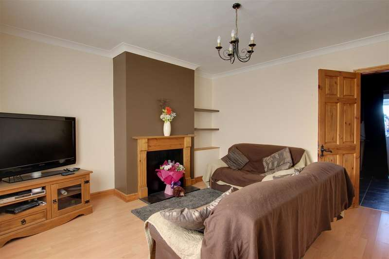 3 Bedrooms Semi Detached House for sale in Station Road, Willoughby
