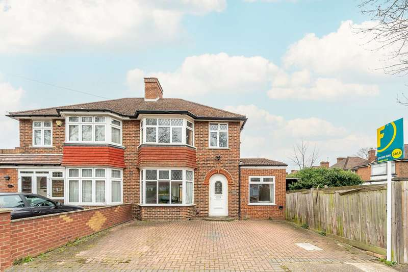 4 Bedrooms Semi Detached House for sale in Firs Drive, Heston, TW5