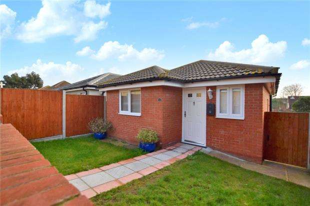 2 Bedrooms Detached Bungalow for sale in Hainault Close, Colchester, Essex