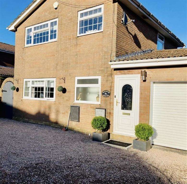 3 Bedrooms Detached House for sale in Monmouth Drive, Merthyr Tydfil