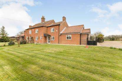 5 Bedrooms Semi Detached House for sale in Wymondham, Norwich, Norfolk