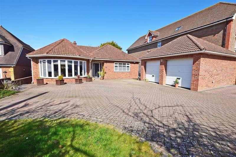4 Bedrooms Detached Bungalow for sale in Robin Hood Lane, Walderslade, Chatham