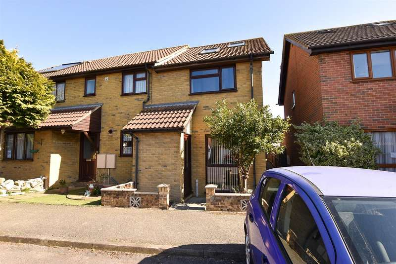 3 Bedrooms End Of Terrace House for sale in Stevens Road, Eccles