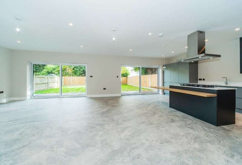 4 Bedrooms End Of Terrace House for sale in Winkfield Road, Ascot, SL5