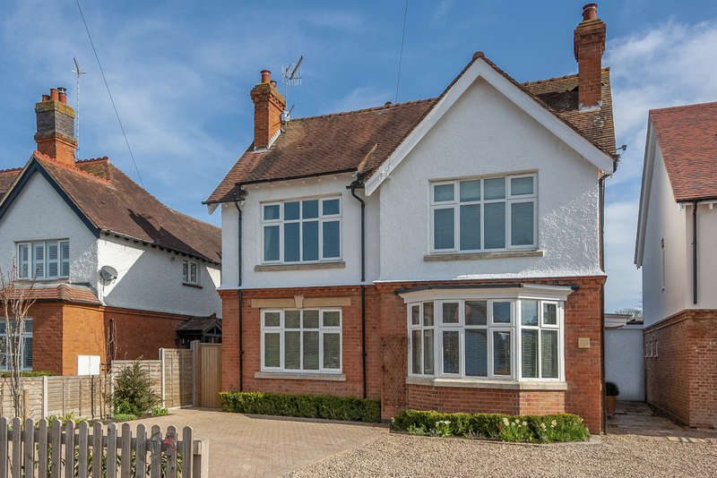 4 Bedrooms Detached House for sale in Banbury Road, Stratford-upon-Avon