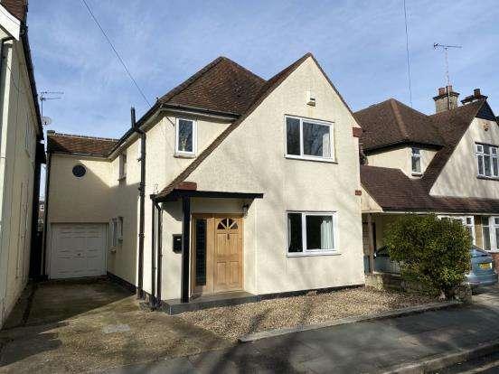3 Bedrooms Detached House for sale in West Byfleet, Surrey