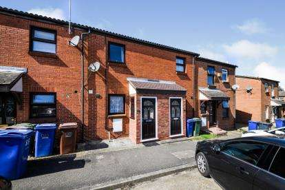 2 Bedrooms Terraced House for sale in Purlfeet, Thurrock, Essex