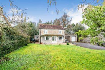 3 Bedrooms Detached House for sale in Pen Selwood, Wincanton, Somerset