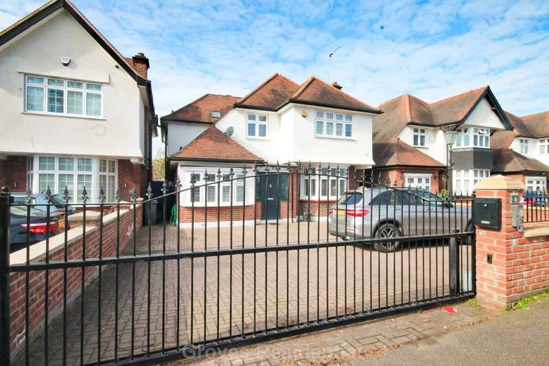4 Bedrooms Detached House for sale in Traps Lane, New Malden
