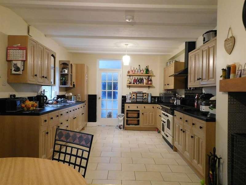 7 Bedrooms Semi Detached House for sale in Park Avenue, Skegness, PE25 1BL