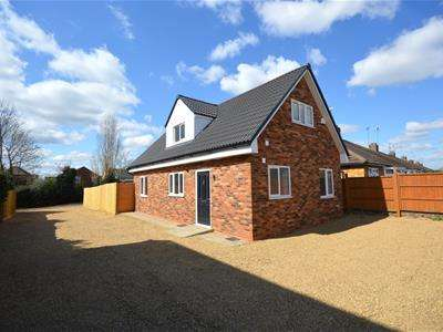 3 Bedrooms Detached Bungalow for sale in Tann Road, Finedon, Wellingborough