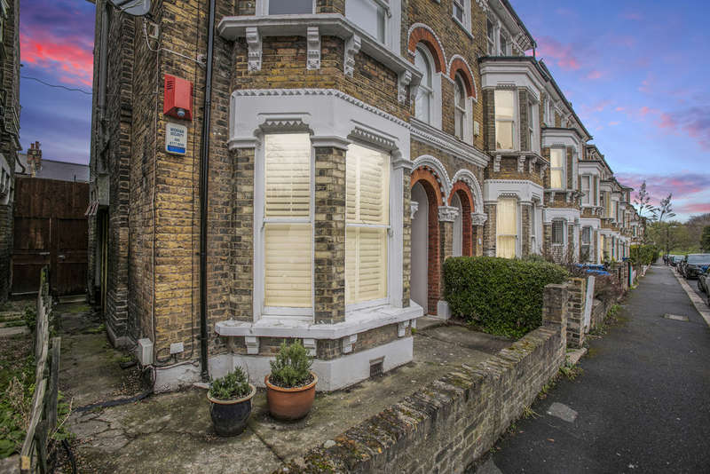 2 Bedrooms Flat for sale in The Gardens, East Dulwich, SE22