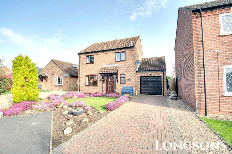 3 Bedrooms Detached House for sale in Rollesby Avenue, Swaffham