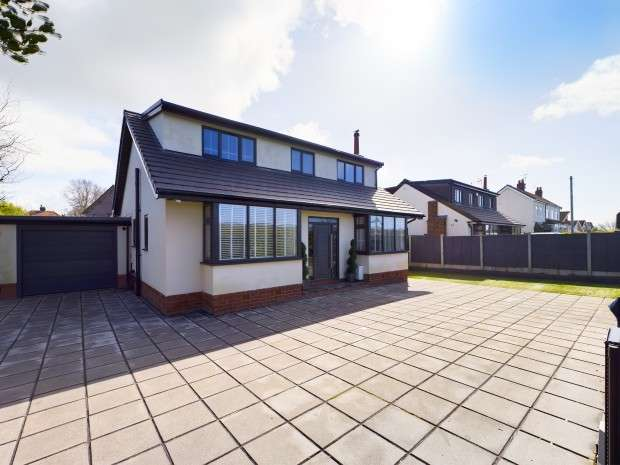 4 Bedrooms Detached House for sale in Fleetwood Road South, Thornton-Cleveleys, FY5