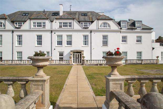3 Bedrooms Apartment Flat for sale in Belvedere Court, Hillside Road, Sidmouth, Devon