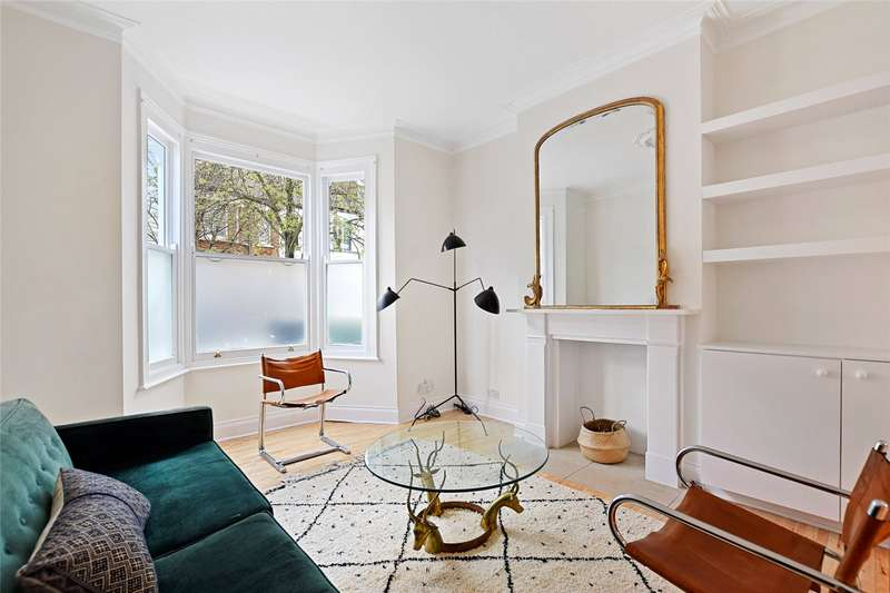 3 Bedrooms Terraced House for rent in Gayford Road, Shepherds Bush, London, W12