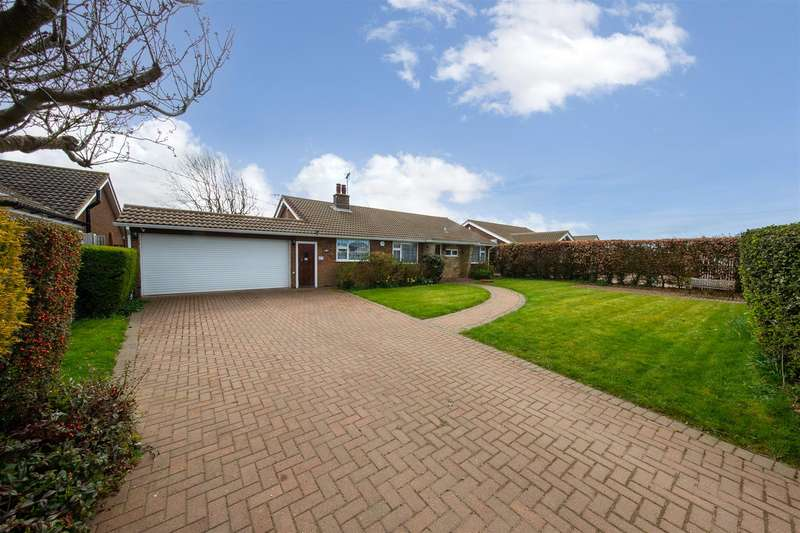 3 Bedrooms Detached Bungalow for sale in Dovehouse Lane, Kensworth, Dunstable