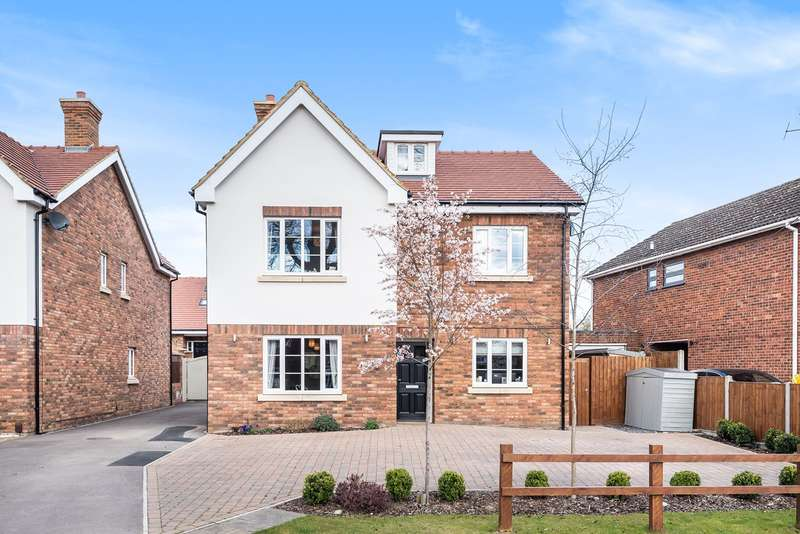 5 Bedrooms Detached House for sale in Church Road, Westoning, MK45