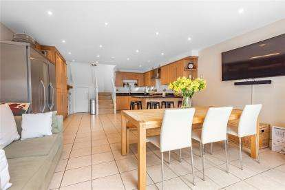 4 Bedrooms Semi Detached House for sale in Maley Avenue, London