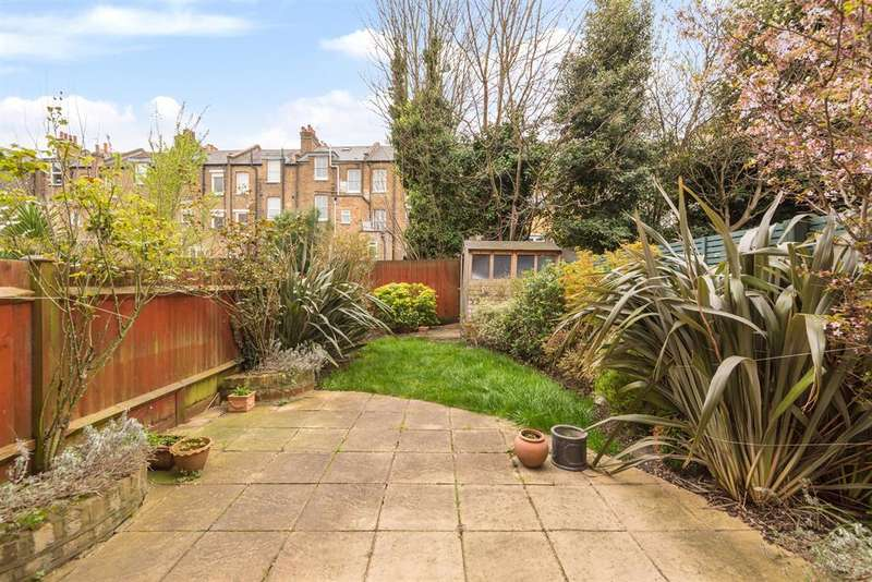 3 Bedrooms Flat for sale in Kylemore Road, London, NW6