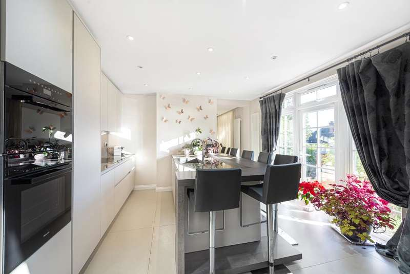 3 Bedrooms Detached House for sale in Dollis Hill Lane, Dollis Hill, NW2