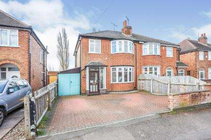 3 Bedrooms Semi Detached House for sale in Cardinals Walk, Leicester