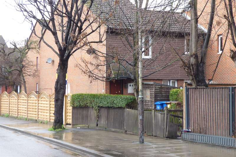 1 Bedroom Maisonette Flat for sale in Rotherhithe New Road, London