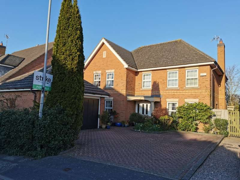 5 Bedrooms Detached House for sale in Buzzard Close, Leicester, Leicestershire, LE9