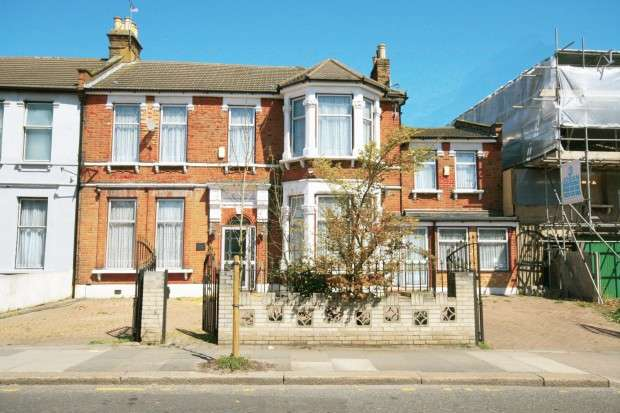 6 Bedrooms Semi Detached House for sale in The Drive, Ilford, IG1